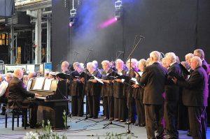 Kerkdienst, Ds J. van Pijkeren, Lochem mmv koor DES uit Westendorp